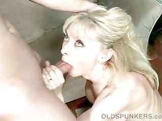 Mature blonde slut over dude dick