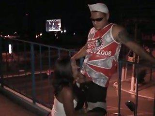 Night sex on the bridge