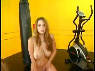 Titty vamp strip in the gym