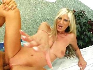 Mature Vixen Fucking And Creaming