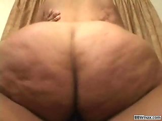 Fat ebony hoe riding on the top of hard cock