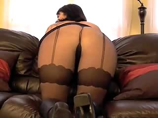 Solo milf in pantyhose on cam