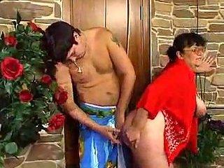 BBW granny enjoys juicy pole insertion