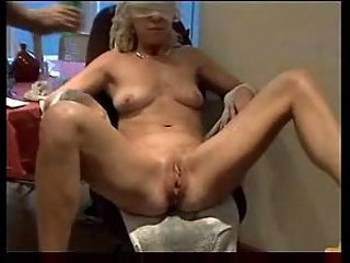 Amateur wife gets her pussy toyed