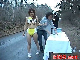 Japanese sporty girl takes piss