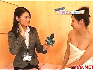 Japanese slut takes interview and bush fingering