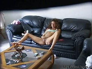 Babe jilling off solo on sofa