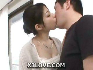 Japanese babe gives a head