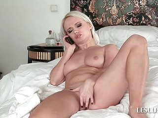 Lesbo pleasing pussy on the phone