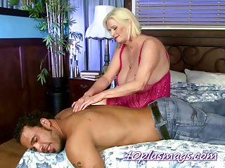 Blonde hired a stud to play with