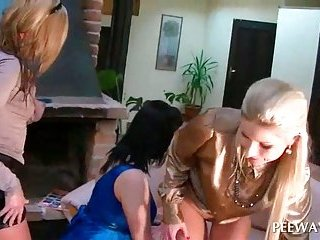 Lesbo 3some with slut pissing on GFs