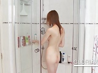 Teen washing cunt in the shower