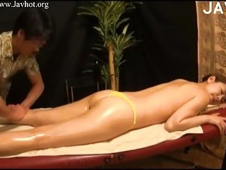 Thumb Oiled Babe Gets Fucked On Massage Table