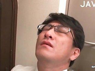 Jap maid sucking in the kitchen