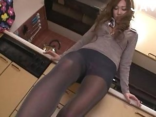 Thumb Babe In Pantyhose Gets Stuffed