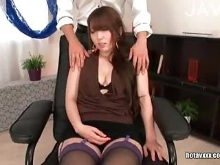 Japanese babe gets her hairy cunt fingered