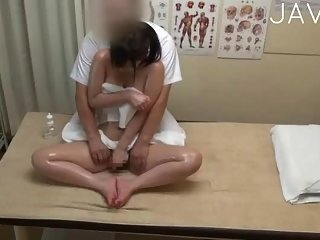 Thumb Oiled Babe Gets Fucked During Massage
