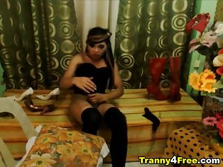Tranny Jerking Off her Huge Hard Dick
