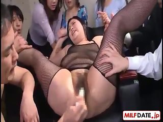 Thumb Japan milf spreads her legs wide