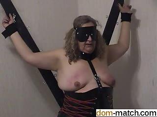 This granny likes spanking