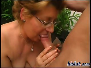Slutty granny gets her wet pussy drilled