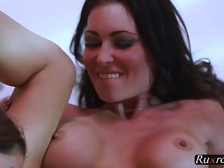 Jessica Jaymes vs Willow Hayes