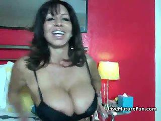 Hot Mature on Webcam