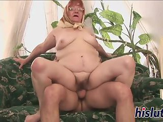 Old bitch gets her juicy snatch plowed