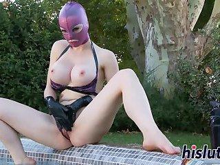 Masked slut fingers her orgasmic muff