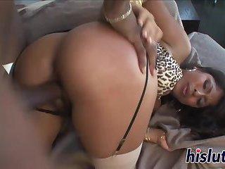 Seductive Latina takes it up her ass