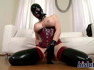 Latex-clad hottie pleasures her orgasmic pussy