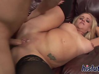 Saucy soccer mom has her pussy pummeled
