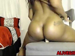 Ebony Quietstorm18 with a hot ass loves twerking