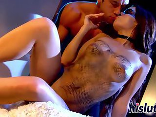 Foxy minx pleasures a pulsating cock