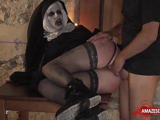 Zombi nun gets laid