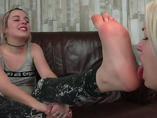 Teen gothic blonde licking sweaty feet
