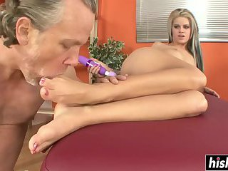 Tattooed Jessa Rhodes couldn't resist a dick