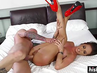 Brunette slut gets fucked in hardcore fashion