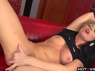 Blondie chick playing with her pussy
