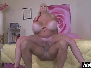Mommy with giant tits got fucked