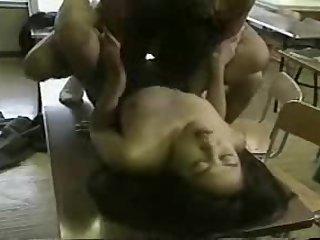 Japanese babe gets fucked