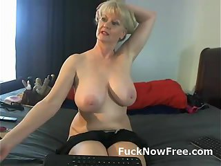 Big natural tits on mature lady