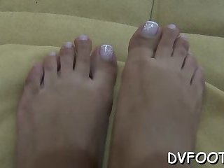 Babe gets her toes sucked