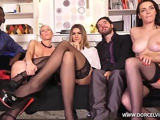 Annabella Crown,Sophia Laure,Mia Wallace - Action ou verite 2 Extended BTS