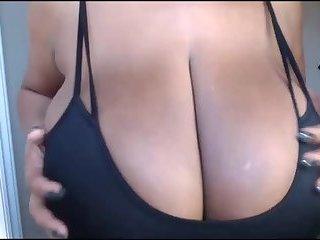 Huge Bouncing Boobs Live