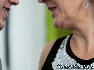 Gilfs mouth spermed in