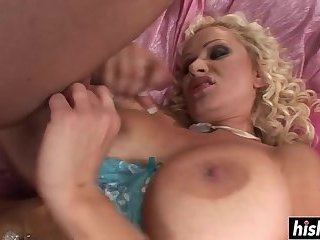 Blonde hottie has fun with a big dick