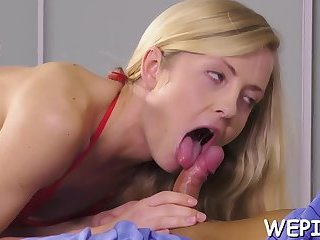 Slut is pissing and gets screwed