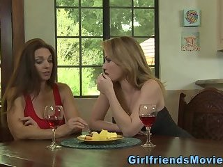 Busty les milfs make out
