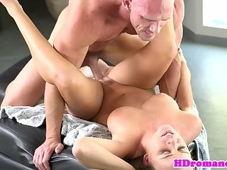 Amateur girlfriend pounded after foreplay